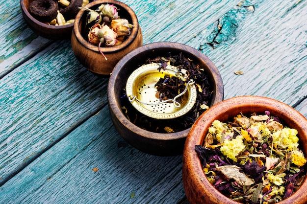 Różnego rodzaju herbata liściasta
