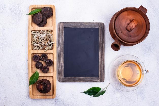Różnie tłoczona chińska herbata pu-erh