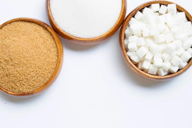 Różnorodni typ cukier na białym tle.
