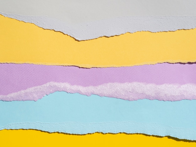 Różnorodność abstrakcyjnych kompozycji z kolorowymi papierami