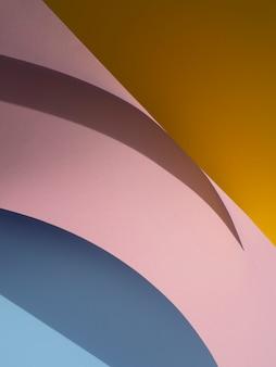 Różnorodność abstrakcyjnych kształtów papieru z cieniem