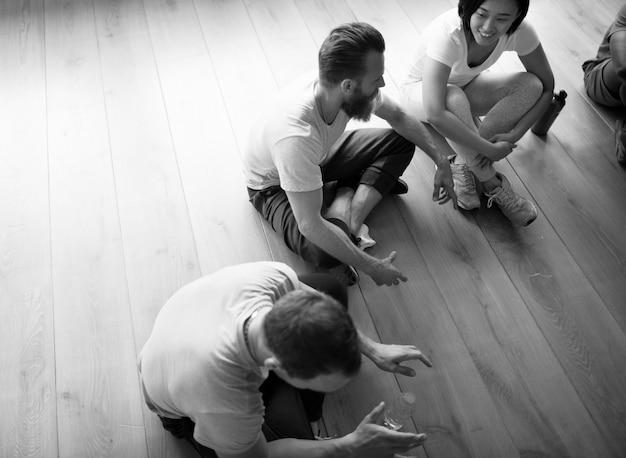 Różnorodność ludzie ćwiczenia klasa relax concept