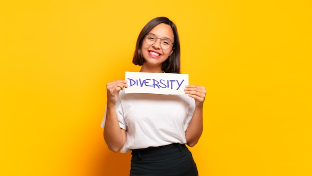 Różnorodność młodych, ładnych kobiet