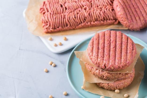 Różnorodność Pokarmów Mięsnych Na Bazie Roślin W Celu Zmniejszenia śladu Węglowego Premium Zdjęcia