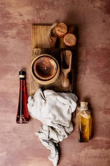 Różnorodność pustych drewnianych misek