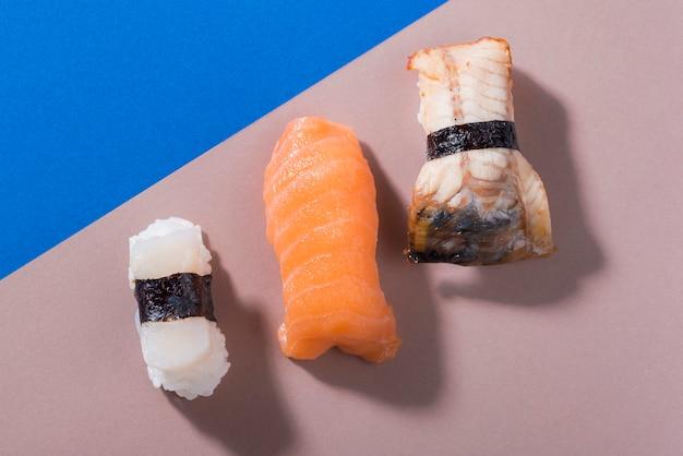 Różnorodność rolek sushi