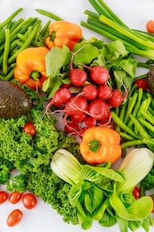Różnorodność świeżych, zdrowych warzyw