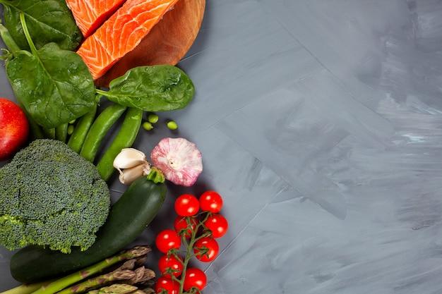 Różnorodność zdrowej żywności organicznej bogatej w błonnik, białko, przeciwutleniacze