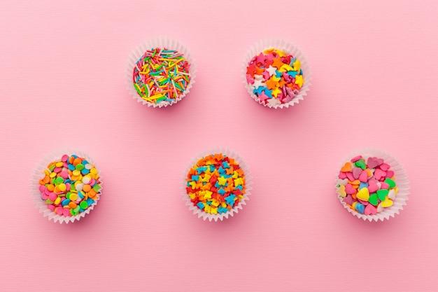 Różnorodny cukier kropi, karmowy tło z kopii przestrzenią
