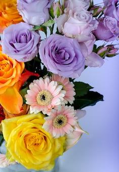 Różny bukiet kwiatów