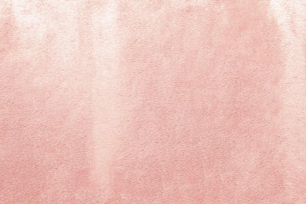 Różowa betonowa ściana