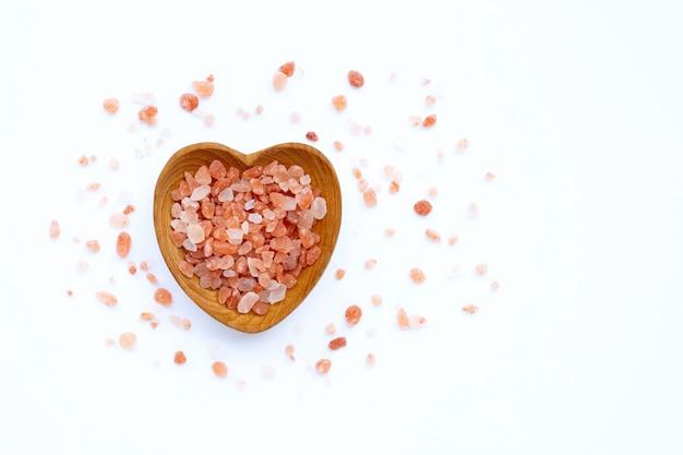 Różowa himalajska sól dalej z tłem.