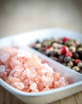 Różowa himalajska sól i papryka
