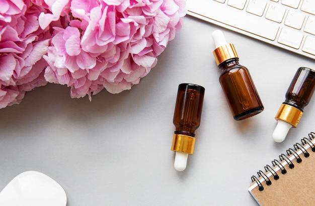 Różowa hortensja i olejek do masażu