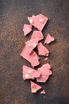 Różowa lub rubinowa czekolada, modne jedzenie