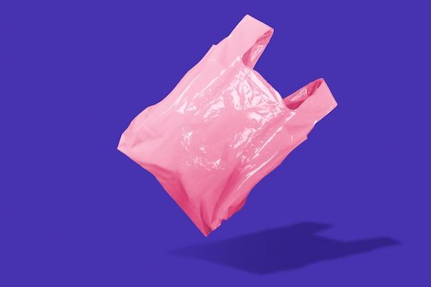 Różowa plastikowa torba na zakupy