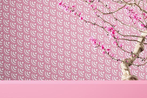 Różowa platforma na wzór różowych rybich łusek i drzewo sakura