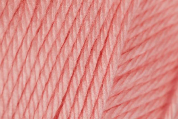 Różowa przędza na szydełku z bliska tekstury tła.