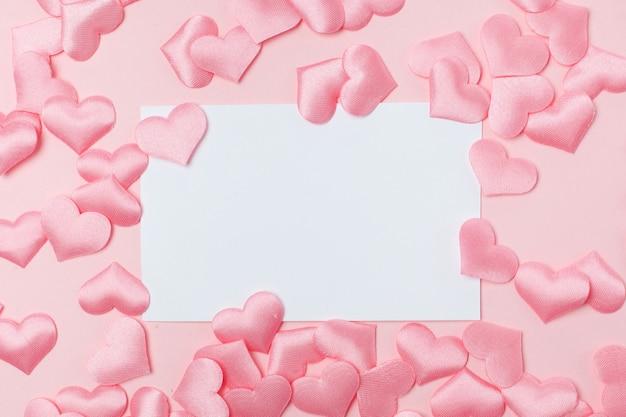 Różowa rama w kształcie serca