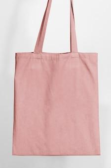 Różowa torba na zakupy z pustą przestrzenią