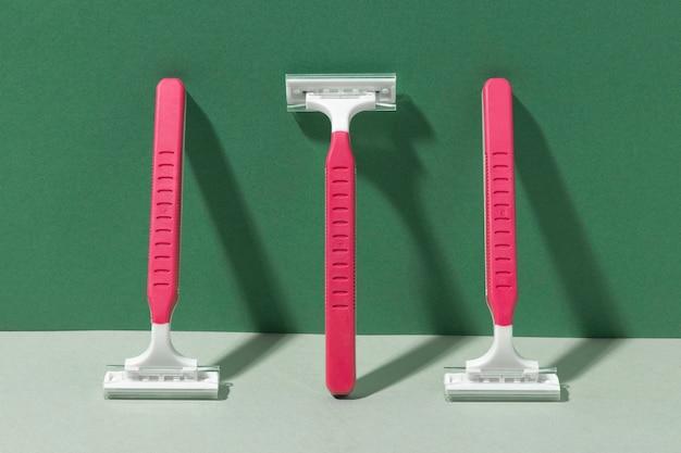 Różowe, bezpieczne maszynki do golenia dla wrażliwej skóry