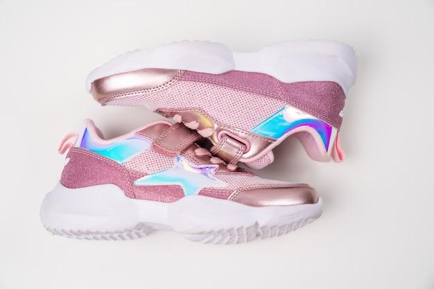 Różowe błyszczące trampki. stylowe modne jasne buty dla dzieci dziewczynek. sklep z butami.