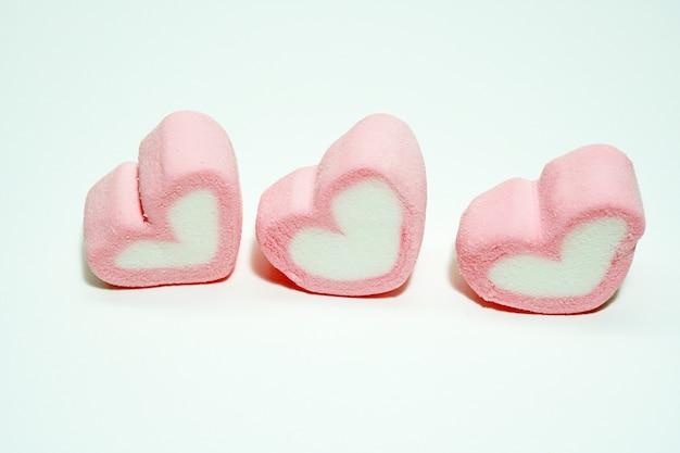 Różowe cukierkowe serca na walentynki