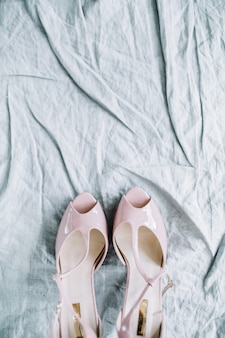 Różowe damskie buty na wysokim obcasie na tekstyliach