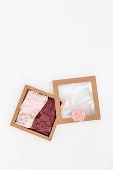 Różowe figi damskie w pudełku prezentowym