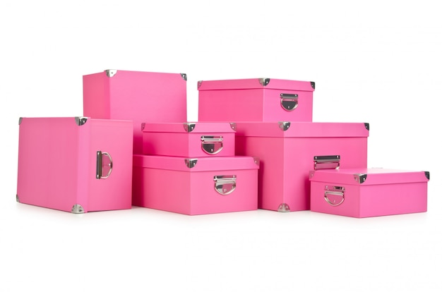 Różowe giftboxes na białym tle