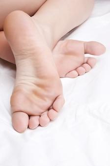 Różowe gołe stopy