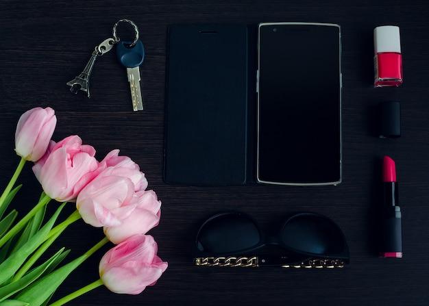 Różowe i czarne akcesoria damskie