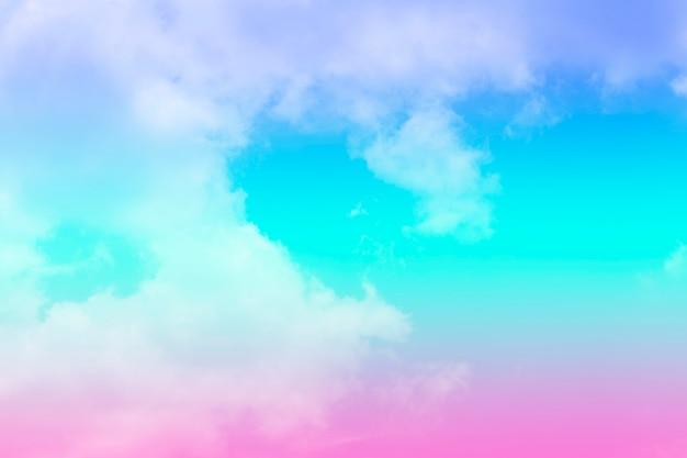 Różowe i niebieskie niebo i chmury