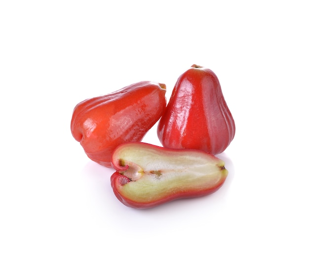 Różowe jabłka lub chomphu na białej ścianie.