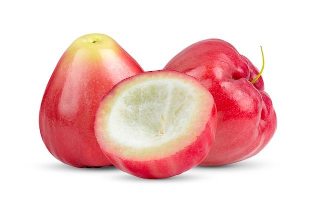 Różowe jabłko na białym tle na białej powierzchni