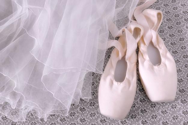 Różowe pointe i kostium baletowy