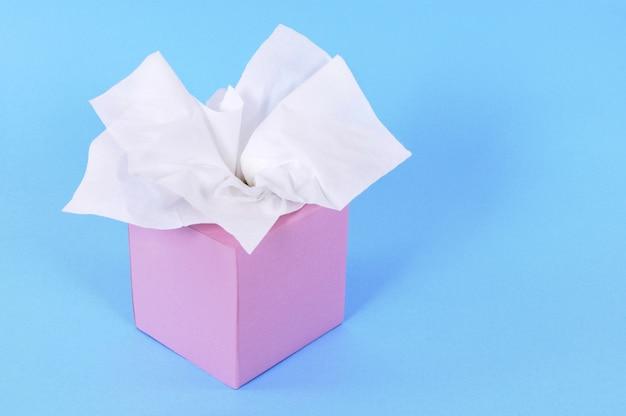 Różowe pudełko z bibułką