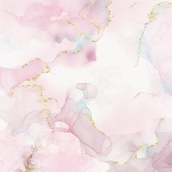Różowo-beżowa marmurowa tekstura ze złotymi smugami