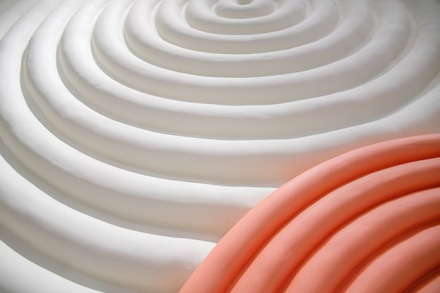 Różowo-białe abstrakcyjne fale w tle