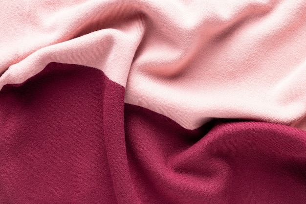 Różowo-bordowa dzianinowa faktura z zakładkami. modna dzianina