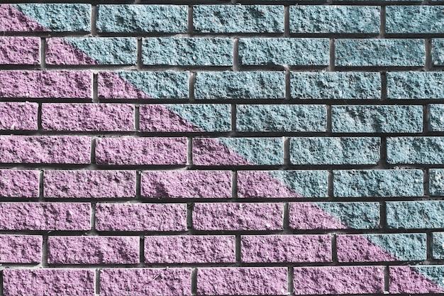 Różowo-niebieska ceglana ściana na tła