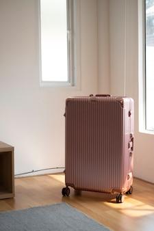 Różowy duży bagaż