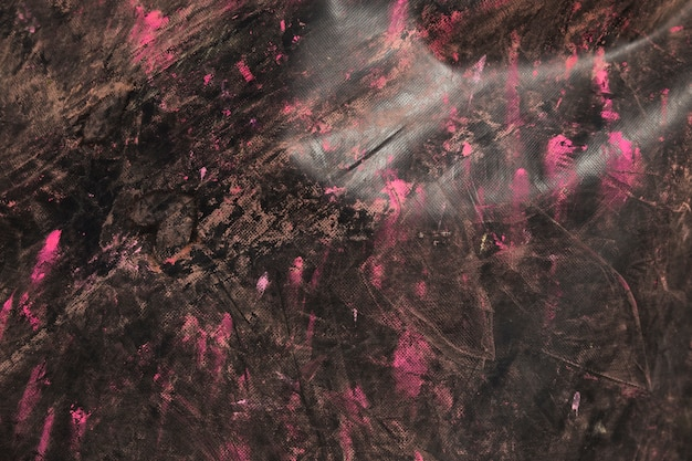 Różowy holi kolor na czarnym tle z teksturą drewniane