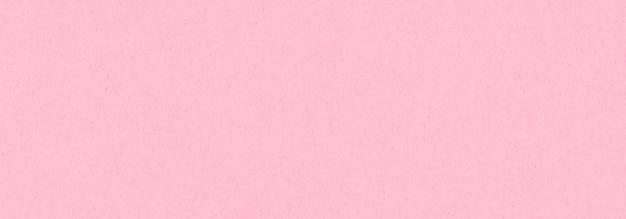 Różowy papier pakowy z teksturą. walentynki tło i miejsce na tekst