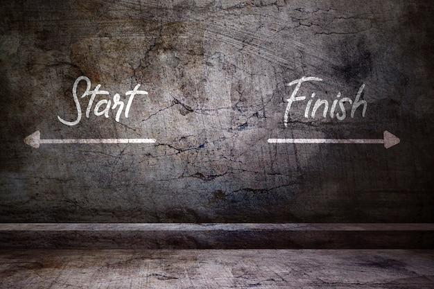 Rozpocznij i zakończ na betonowej ścianie