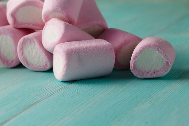 Rozproszone różowe pianki