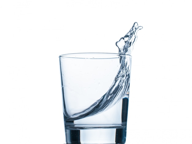 Rozpryskiwania wody ze szkła izolowane