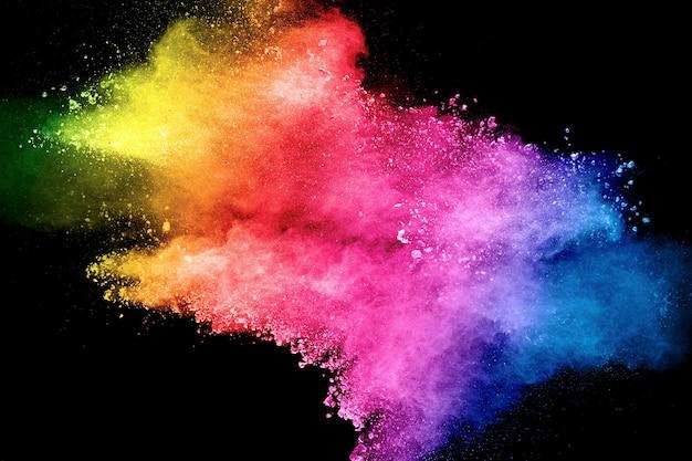Rozpryskiwanie się cząstek pyłu w kolorze pastelowym