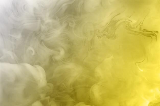 Rozświetlający i ultimate grey. farby rozpuszczone w wodzie. modne kolory 2021 rok. jasne niesamowite abstrakcyjne tło. efekt dymu.