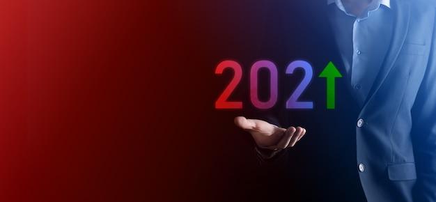 Rozwój firmy do sukcesu i rosnącego roku wzrostu 2021 koncepcja. zaplanuj wykres wzrostu biznesu w